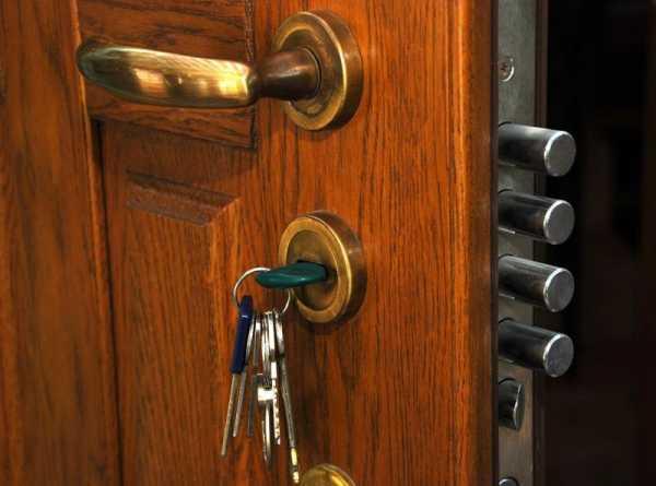 Заело замок в двери что делать ключ не поворачивается